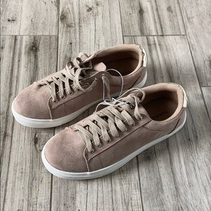 TORRID Low Top Sneaker Taupe With Gold SZ 10W NEW